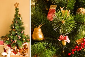 Коледна елха с ръчно изработени играчки